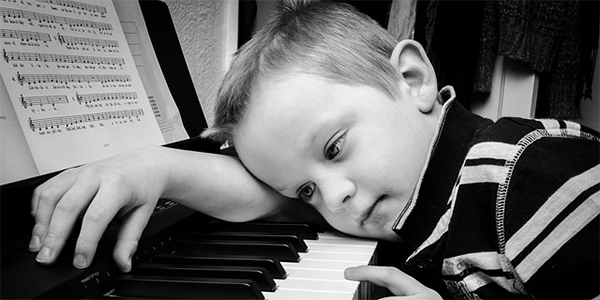 Casa della Musicoterapia - Bimbo piano