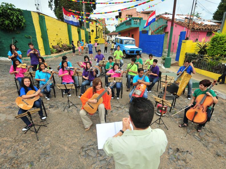Studio di musicoterapia - Recycled orchestra